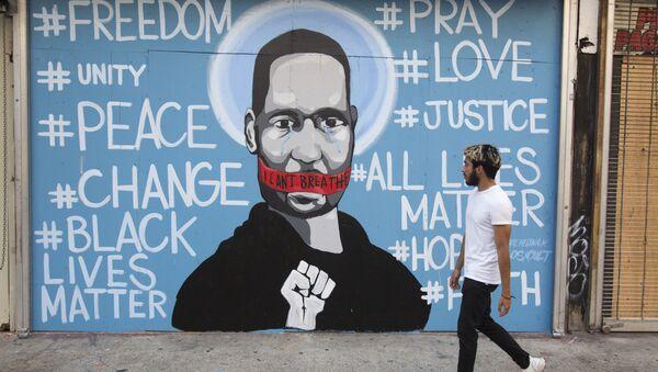 Un portrait mural de George Floyd à Los Angeles (archive photo) - Sputnik France