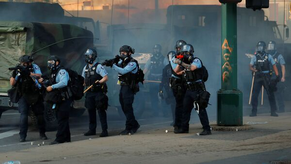 Des policiers lors des manifestations à Minneapolis - Sputnik France