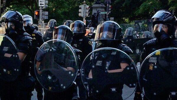 La police à Washington pendant une manifestation pour George Floyd  - Sputnik France