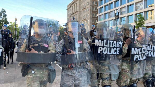 Les forces de l'ordre près de la Maison-Blanche lors des manifestations à Washington, le 1er juin. - Sputnik France