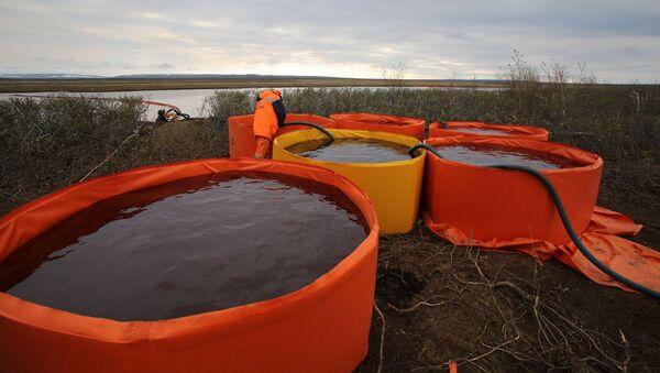 Récupération de combustible déversé à une centrale thermique de Norilsk - Sputnik France