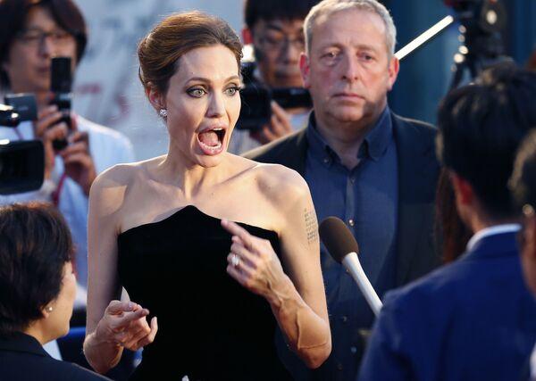 Angelina Jolie, ambassadrice de bonne volonté de l'Onu, fête son 45e anniversaire   - Sputnik France