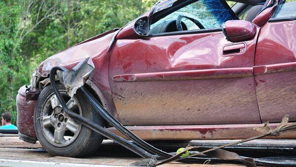 Une voiture endommagée dans un accident - Sputnik France