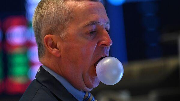Un trader mâchant un chewing-gum lors de l'ouverture de la Bourse de New York à Wall Street. - Sputnik France