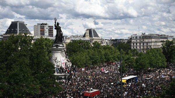 Une manifestation non autorisée à Paris contre le racisme et les violences policières, le 13 juin - Sputnik France