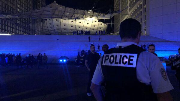 Mobilisation nocturne des policiers en colère sous la Grande Arche de La Défense, 15 juin 2020 - Sputnik France