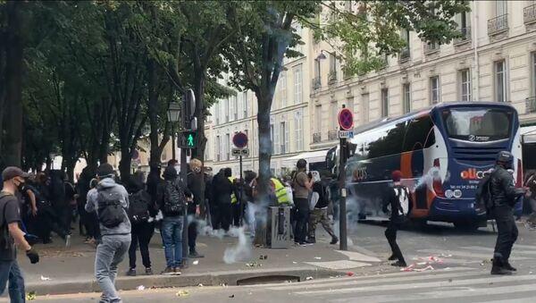 Tensions lors du rassemblement des soignants à Paris, 16 juin 2020 - Sputnik France
