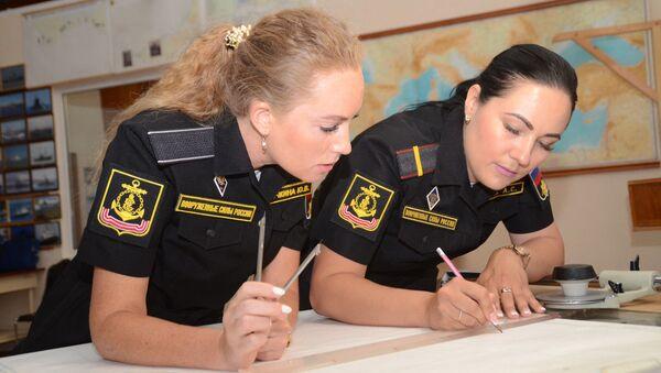Pour la 1ère fois, un équipage entièrement féminin sur une embarcation de la marine militaire russe   - Sputnik France