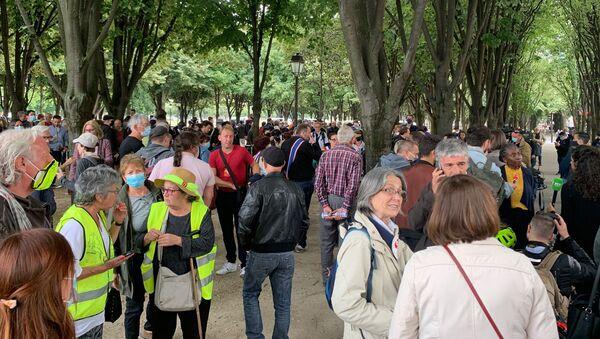 Manifestation de soutien à l'infirmière Farida interpellée à Paris le 16 juin après avoir lancé des pierres sur des policiers - Sputnik France