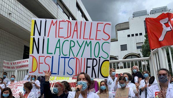 Le personnel soignant manifeste à l'hôpital Robert-Debré à Paris, 18 mai 2020 - Sputnik France