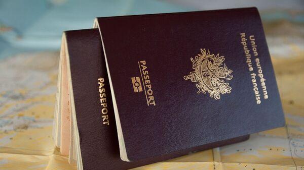 Un passeport français - Sputnik France
