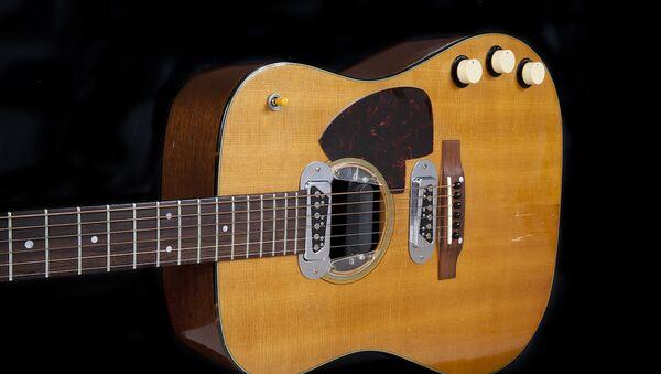 La guitare de Kurt Cobain vendue 6 millions de dollars - Sputnik France