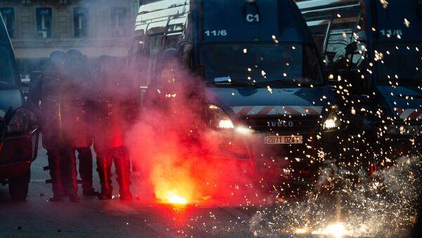 Tensions lors d'un rassemblement lors d'une manifestation contre le racisme à Paris le 13 juin 2020 - Sputnik France