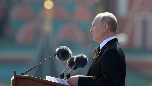 Le Président Poutine participe au défilé militaire des 75 ans de la Victoire sur la place Rouge à Moscou, le 24 juin 2020 - Sputnik France