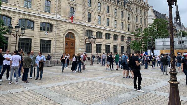 Rassemblement de soutien aux forces de l'ordre à l'appel de l'association des femmes de policiers à Paris, le 27 juin - Sputnik France