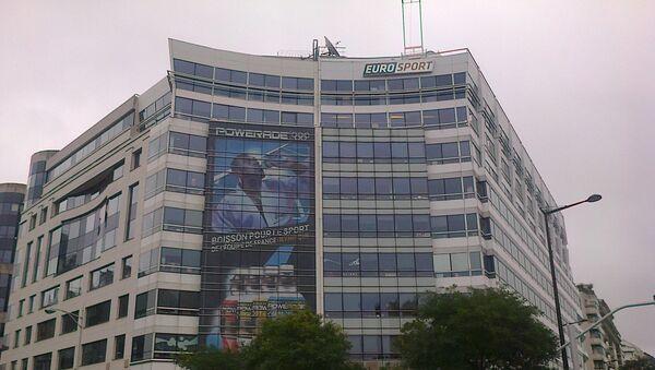 Affiche géante de Teddy Riner sur le siège de la chaîne de télévision Eurosport France à Issy-les-Moulineaux en novembre 2012 - Sputnik France