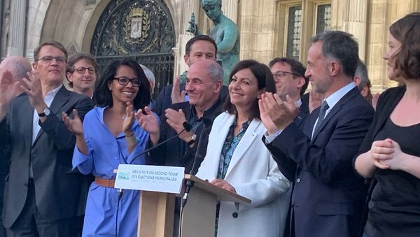 Anne Hidalgo applaudie à Paris après sa victoire aux municipales - Sputnik France