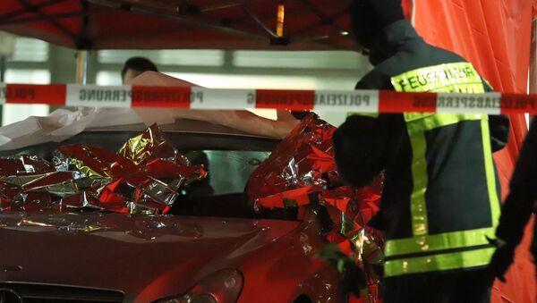 Les services d'urgences et de police s'affairent sur la scène de l'attentat d'Hanau le 19 février 2020 - Sputnik France