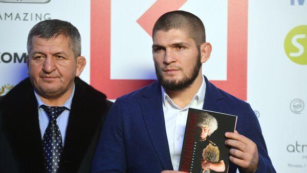 Khabib Nurmagomedov et son père, Abdulmanap (archive photo) - Sputnik France