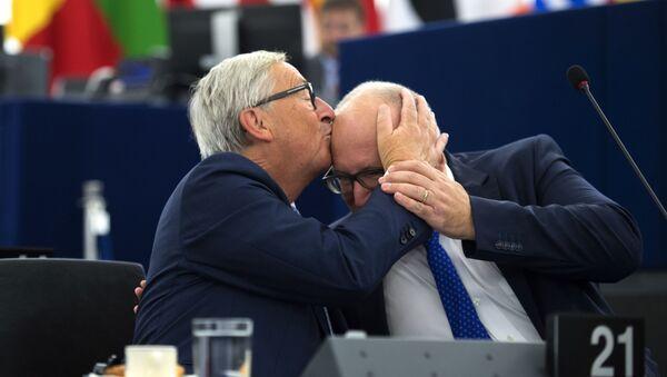 Quand des responsables politiques s'embrassent  - Sputnik France