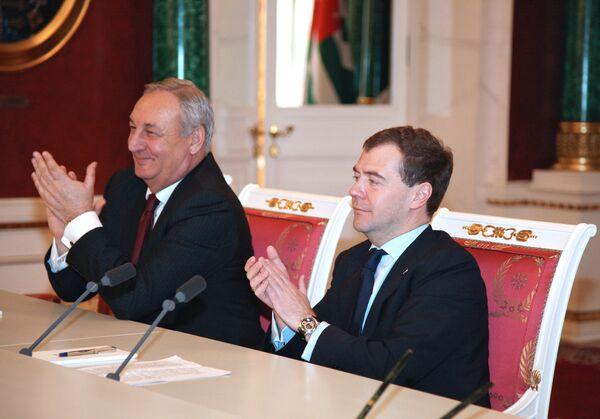 Les présidents abkhaz et russe Sergueï Bagapch et Dmitri Medvedev - Sputnik France