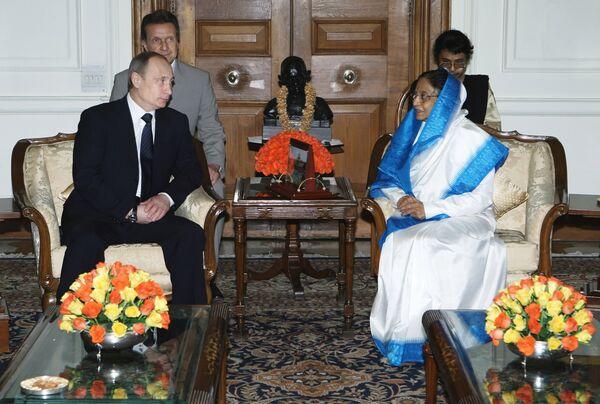 Le premier ministre russe Vladimir Poutine rencontre la présidente Pratibha Patil - Sputnik France