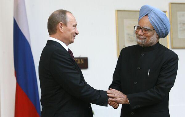 Le premier Vladimir Poutine à l'issue des négociations avec son homologue Manmohan Singh - Sputnik France