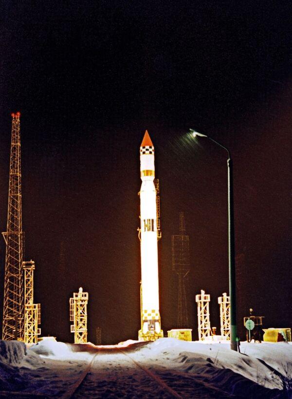 Premier tir d'un satellite militaire russe depuis Plessetsk en 2010 - Sputnik France