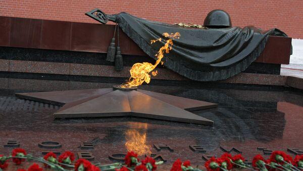 Церемония возвращения Вечного огня в Александровский сад - Sputnik France