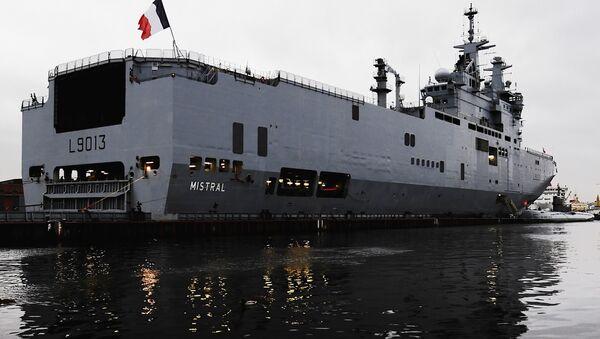 Французский военный корабль-вертолетоносец класса Мистраль в Санкт-Петербурге - Sputnik France