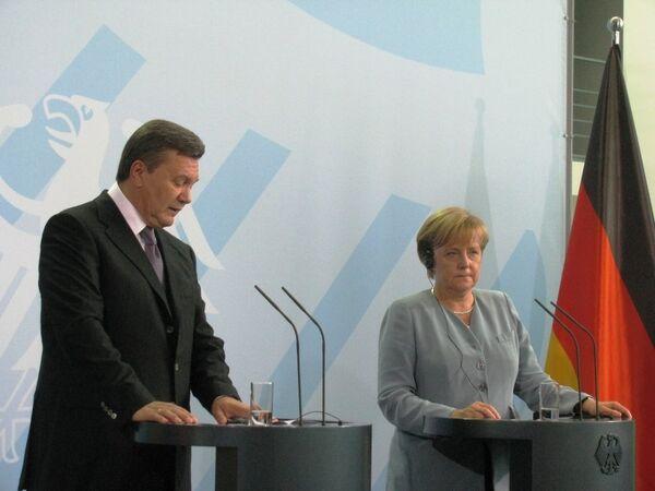 Le président ukrainien Viktor Ianoukovitch lors d'une rencontre avec la chancelière allemande Angela Merkel - Sputnik France