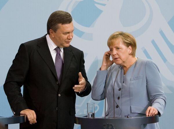 Le président ukrainien Viktor Ianoukovitch et la chancelière allemande Angela Merkel - Sputnik France