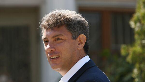 Борис Немцов во время прогулки по городу Сочи - Sputnik France