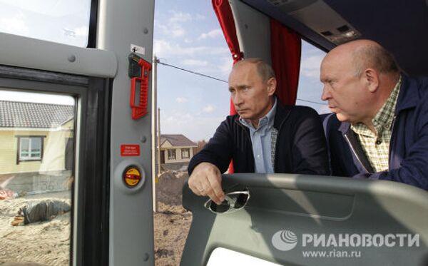 Vladimir Poutine se rend dans les villages en construction destinés aux victimes des incendies - Sputnik France