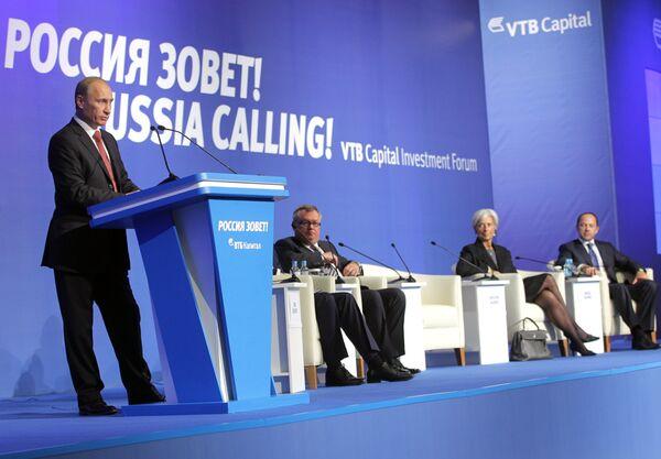 Le premier ministre russe Vladimir Poutine  au forum d'investissements '' La Russie appelle! ''. - Sputnik France