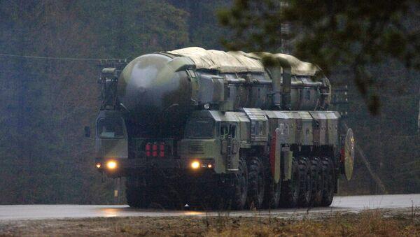 Un système de missiles RS-12M Topol - Sputnik France
