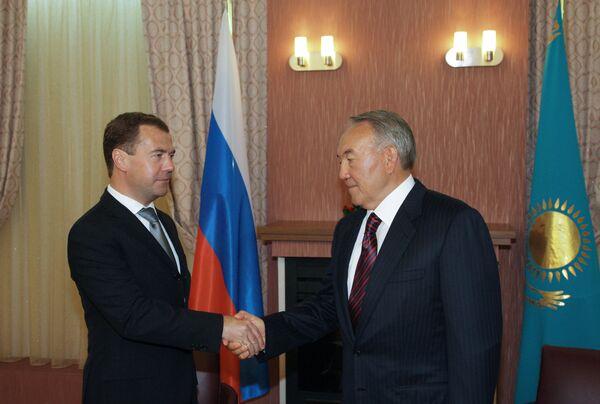 Dmitri Medvedev et Noursoultan Nazarbaïev. Archive. - Sputnik France