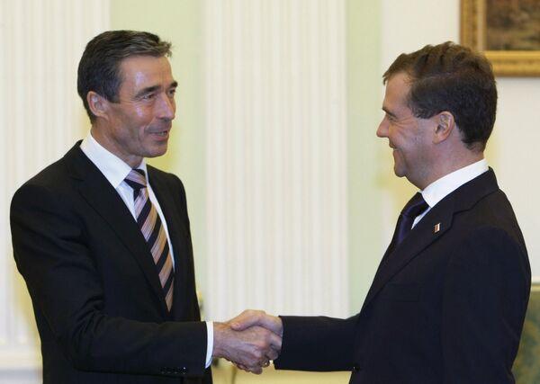 Anders Fogh Rasmussen, Dmitri Medvedev - Sputnik France