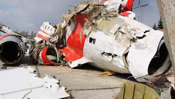 Обломки польского правительственного самолета Ту-154 на охраняемой площадке аэродрома в Смоленске - Sputnik France