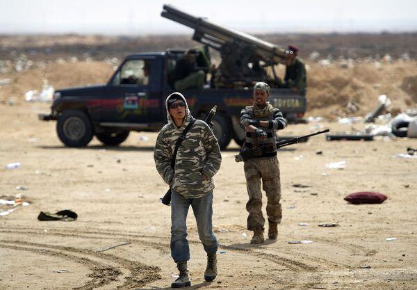 Libye: BHL raconte comment la France livrait des armes aux insurgés - Sputnik France