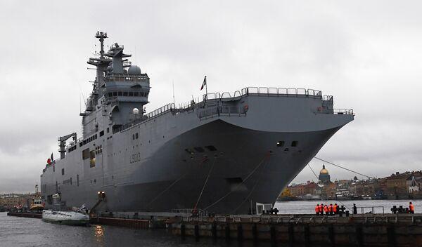 Mistral: la Russie remettra la poupe d'un BPC à la France - Sputnik France