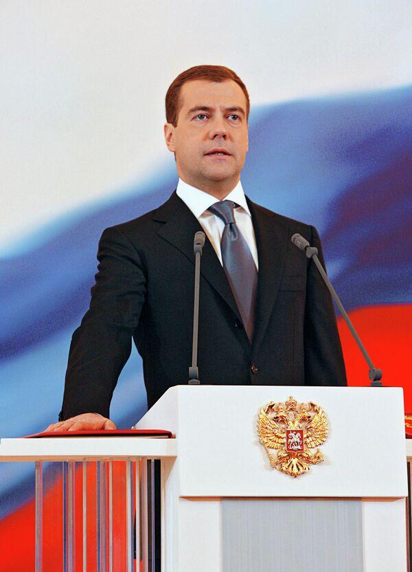 Le président russe Dmitri Medvedev prête serment - Sputnik France