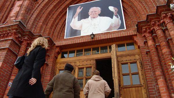 Во время прямой трансляции церемонии погребения Папы Римского Иоанна Павла II - Sputnik France