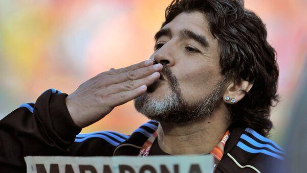 Maradona se lance dans une danse avec des gitanes à Moscou (vidéo) - Sputnik France