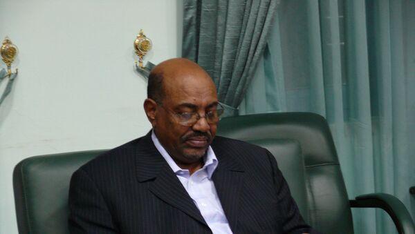 Президент Судана Омар аль-Башир зачитывает послание президента России, переданное спецпосланником Михаилом Маргеловым - Sputnik France