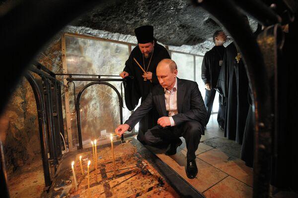 Vladimir Poutine dans l'église du Saint-Sépulcre à Jérusalem - Sputnik France