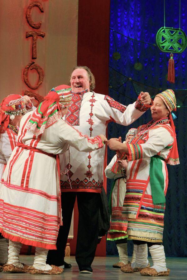 Gérard Depardieu, nouveau citoyen russe, à Saransk - Sputnik France