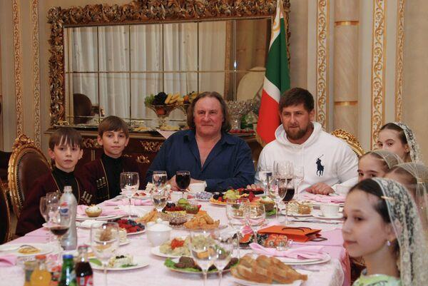 Russie: Depardieu devient citoyen d'honneur de la Tchétchénie - Sputnik France