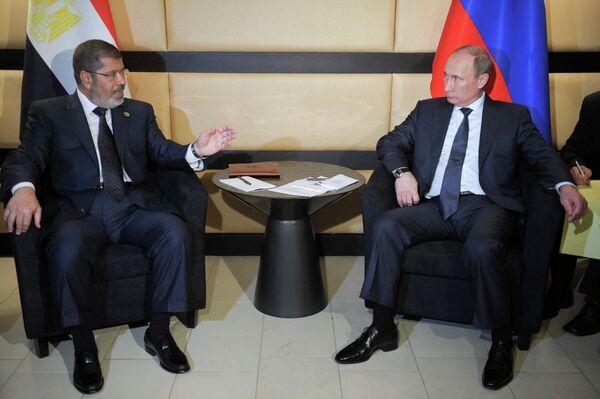 Le président russe Vladimir Poutine et le président égyptien Mohamed Morsi - Sputnik France