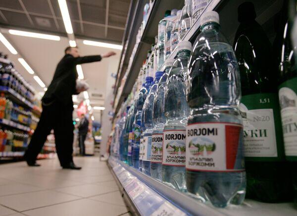 Le premier lot d'eau minérale géorgienne Borjomi arrive à Moscou - Sputnik France
